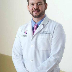 doctor-marco-chazaro-en-interior-de-hospital-cima-