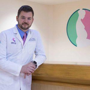 doctor-marco-chazaro-en-interior-de-hospital-cima